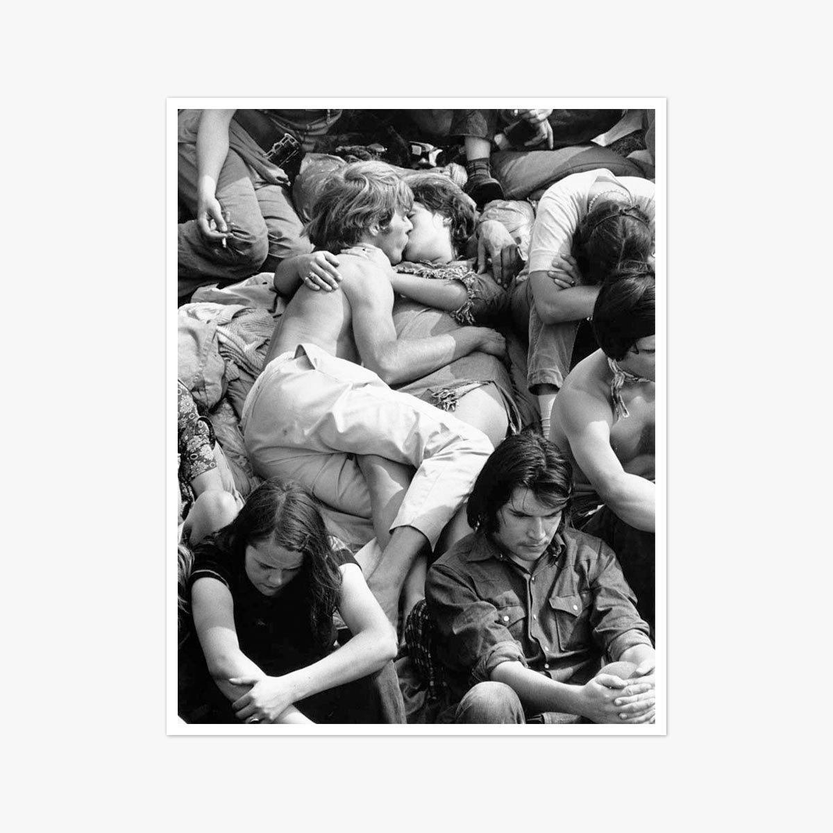 Crowd Kiss by Bill Lovelace